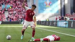 Dánskym futbalistom pomôže psychológ. Pri Eriksenovi rozhodovali sekundy, tvrdí lekár