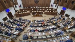 Júnová schôdza národnej rady by sa mala začať po odvolávaní Mikulca, má vyše 80 bodov