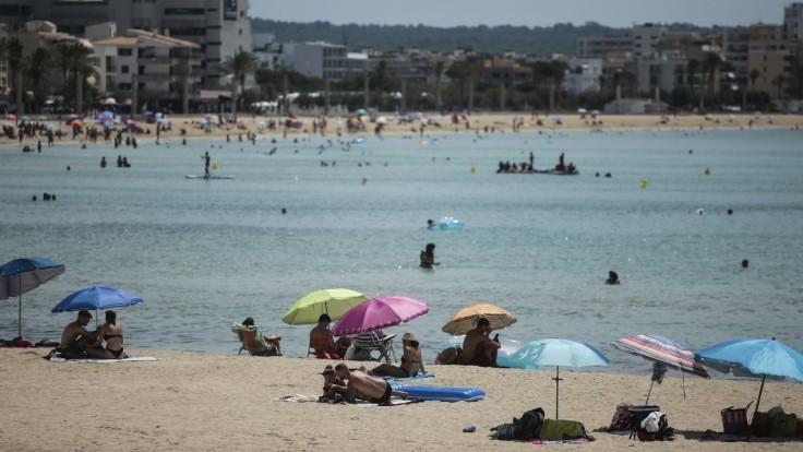 Slováci s dovolenkami vyčkávajú. Nevedia, aké budú platiť opatrenia
