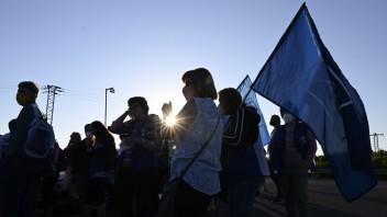 Zamestnanci závodu v Beluši štrajkujú piaty deň, bojujú za lepšie platové podmienky