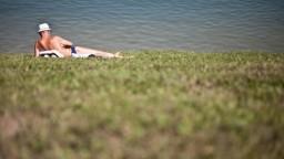 Sezóna kúpania sa v jazerách sa blíži, záchranári upozorňujú na nástrahy