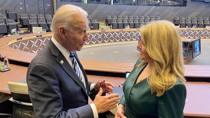 Čaputová sa na summite NATO stretla s Bidenom. Ocenil pokrok Slovenska