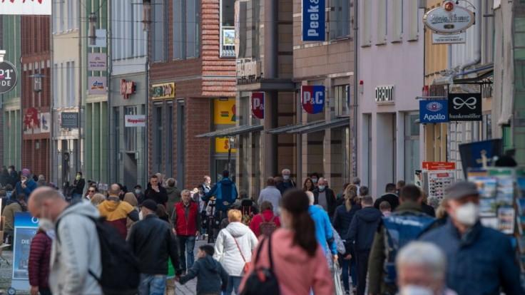Svet sa musí pripraviť na dlhú pandémiu a budúce zdravotné krízy, tvrdí exšéf švédskej diplomacie