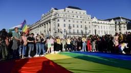 V Maďarsku prešiel zákon proti LGBTI. Organizácie hovoria o obmedzení slobody prejavu