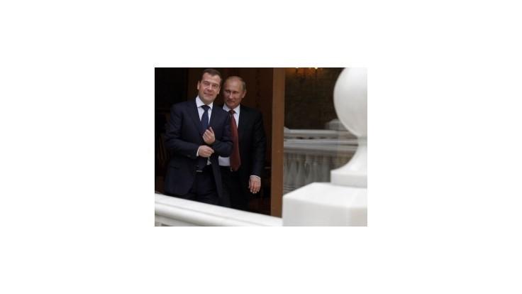 Putin a Medvedev sa budú presúvať výlučne vrtuľníkmi