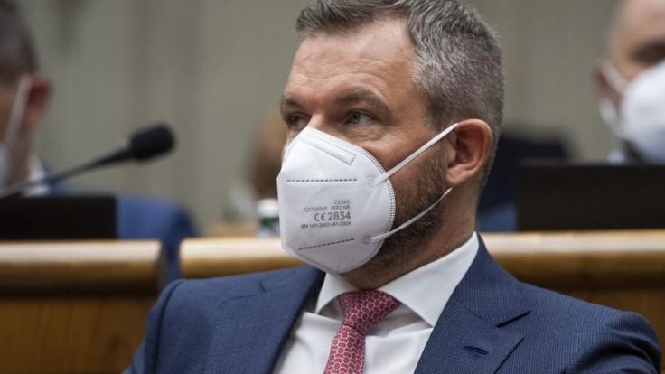 Pellegrini plánuje odvolávanie Hegera. Slovensko chce zbaviť neschopnej vlády