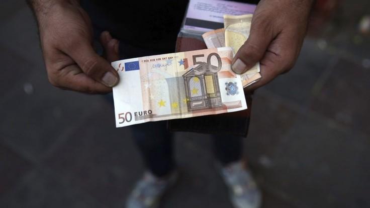 Polovica domácností má nižšiu finančnú rezervu ako ich mesačný príjem