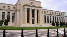 Investori v napätí čakali na vyjadrenie šéfa Americkej centrálnej banky