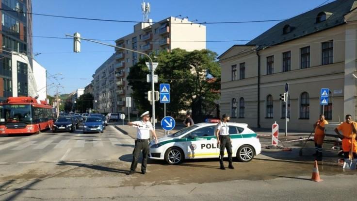 Legionársku ulicu v hlavnom meste hermeticky uzavreli. Týmto úsekom neprejdete
