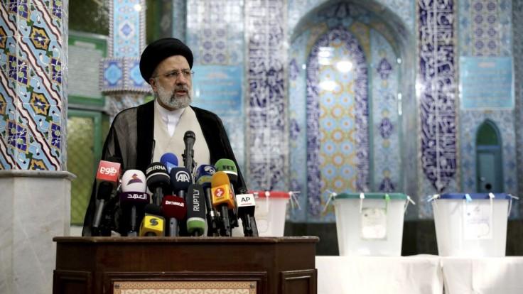 Irán si volí nového prezidenta, Rúhání už kandidovať nemôže