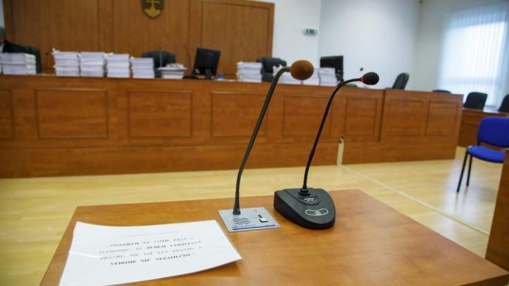 Vo výberovom konaní  na sudcu Najvyššieho správneho súdu  postúpili štyria uchádzači