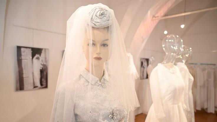 Ako sa zmenili svadobné šaty? Nevesty vždy chceli byť krásne, dokazuje výstava