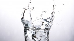 Manuál pitného režimu: Nečakajte na smäd, nie je tekutina ako tekutina