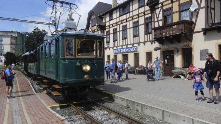 V Tatrách sa začala letná sezóna. Opäť premávajú historické električky