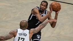 NBA: Milwaukee sa prebojovalo do finále, Nets zdolalo po predĺžení
