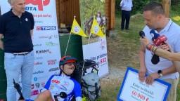 Odštartoval ôsmy ročník akcie Káčer na bicykli. Ako prvú navštívil Peťo Radošinu