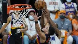 NBA: Phoenix zdolal LA Clippers, Atlanta si zmeria sily s Milwaukee