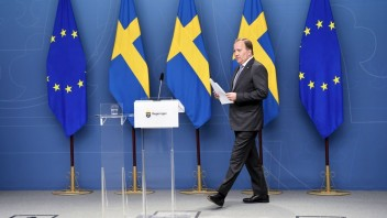 Vláda švédskeho premiéra Löfvena padla, poslanci jej vyslovili nedôveru