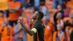 Holanďania idú do osemfinále bez straty bodu, Severné Macedónsko hladko zdolali