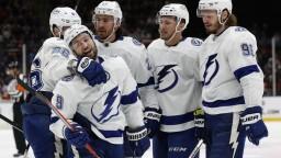 NHL: Tampa deklasovala Islanders. Zranený Černák si nezahral