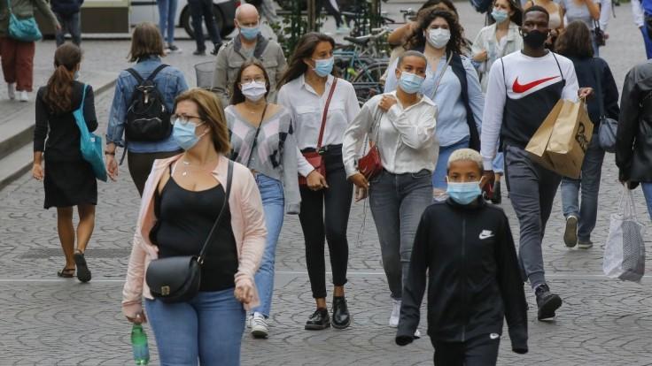Taliansko od 28. júna ruší povinné nosenie rúšok v exteriéri