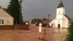 FOTO Záhorie zasiahli silné búrky. Spôsobili viacero škôd