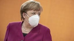 Merkelovú zaočkovali druhou dávkou. AstraZenecu nahradila iná vakcína