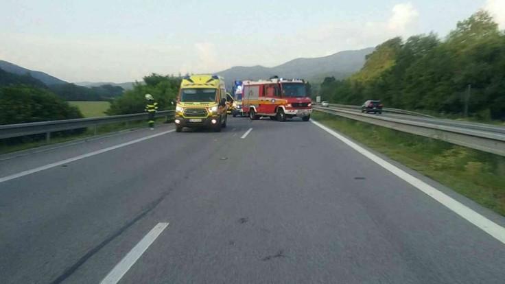 Vážna nehoda na R1. Chodec po zrážke s autom zraneniam podľahol