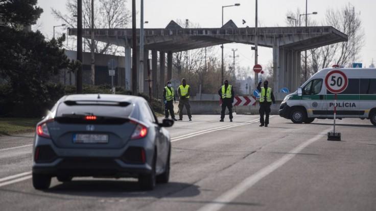 Polícia avizuje na hraničných priechodoch intenzívne kontroly. Ktorých sa to týka?