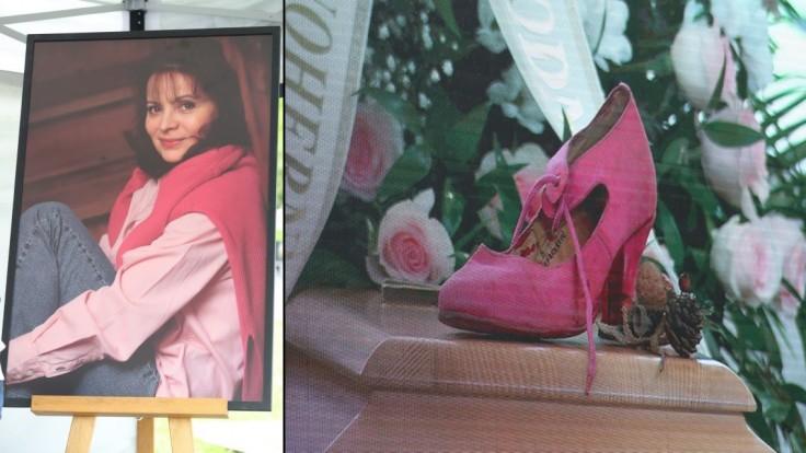 Posledná rozlúčka s Libušou Šafránkovou: Na truhlu postavili ružovú črievičku