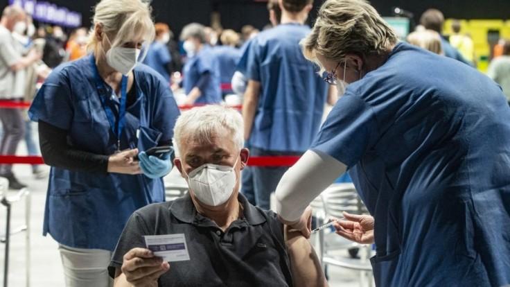 Česko mení pravidlá, po prekonaní nákazy sa ľudia hneď môžu hlásiť na očkovanie