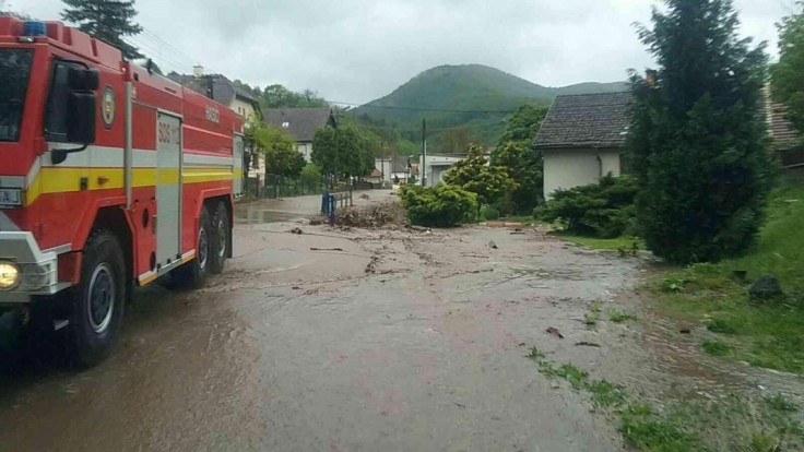 Hasiči v Žilinskom kraji mali plné ruky práce, odstraňovali následky počasia