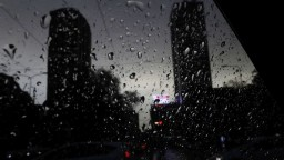 Čo ak vás búrka zastihne v aute alebo doma? Takto by ste sa mali správať