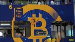 Bitcoin prekonal ťažký týždeň, prepadol sa na päťmesačné minimum