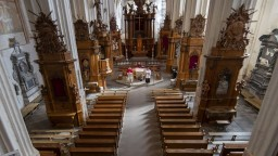 Poľská katolícka cirkev zverejnila správu o zneužívaní detí kňazmi. Prípadov sú stovky