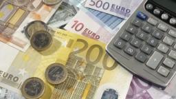 Zdražovanie v eurozóne slabne, ceny tovarov a služieb stúpajú pomalšie