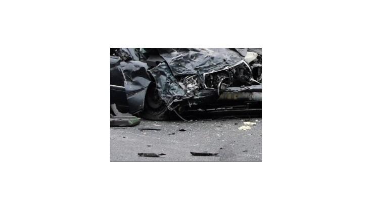 Pri zrážke nákladného a osobného auta zahynuli pri Trenčíne dvaja ľudia