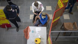Delta variant spôsobil nárast chorých v Izraeli, úmrtí však nepribúda
