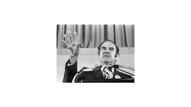 Zomrel niekdajší prezidentský kandidát demokratov George McGovern