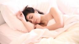 Poznáte hypersomniu? Priveľa spánku škodí chrbtici i vašej postave