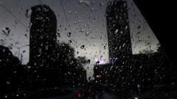 Začiatok týždňa bude aj s búrkami, pre stredné a východné Slovensko platí výstraha