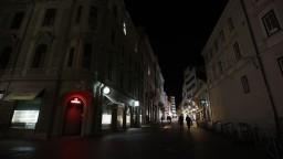 Slovinsko sprísňuje pravidlá. Preukázať sa musia aj tí, ktorí ním len prechádzajú