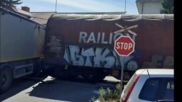 Tragédia na priecestí v Senici, po zrážke nákladiaku s vlakom prišiel o život 35-ročný muž