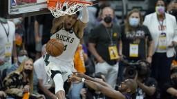 NBA: Milwaukee delí od titulu len kúsok, v piatom finále zdolali Phoenix