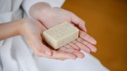 Vyskúšajte tuhé šampóny, sú šetrné k životnému prostrediu a vlasy nezaťažia chémiou