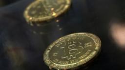 Bitcoin stále padá, už stratil polovicu svojej hodnoty
