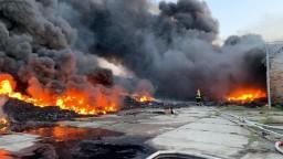 Na južnom Slovensku horela skladová hala. Na mieste zasahovalo 107 hasičov