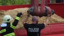 FOTO Náročná operácia: Pozrite sa, ako zneškodnili leteckú bombu z Bratislavy