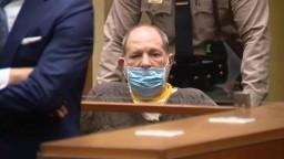 Bývalý filmový producent Weinstein popiera, že zneužíval mladé herečky