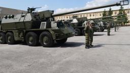 Vojaci prevzali nové kanónové húfnice Zuzana 2. Od starých sa líšia podvozkami aj kabínou